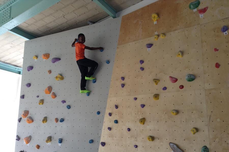 Kletterausrüstung Richtig Lagern : Evangelische schule neukölln bouldern mit der 4a